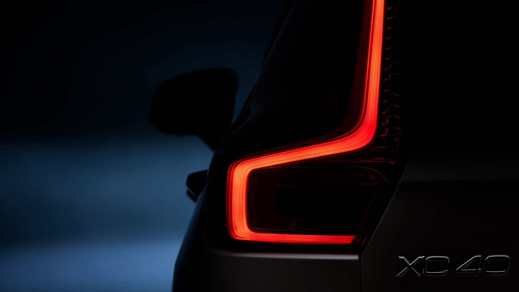 Volvo's first small premium SUV - 2019 VOLVO XC40's Tail light