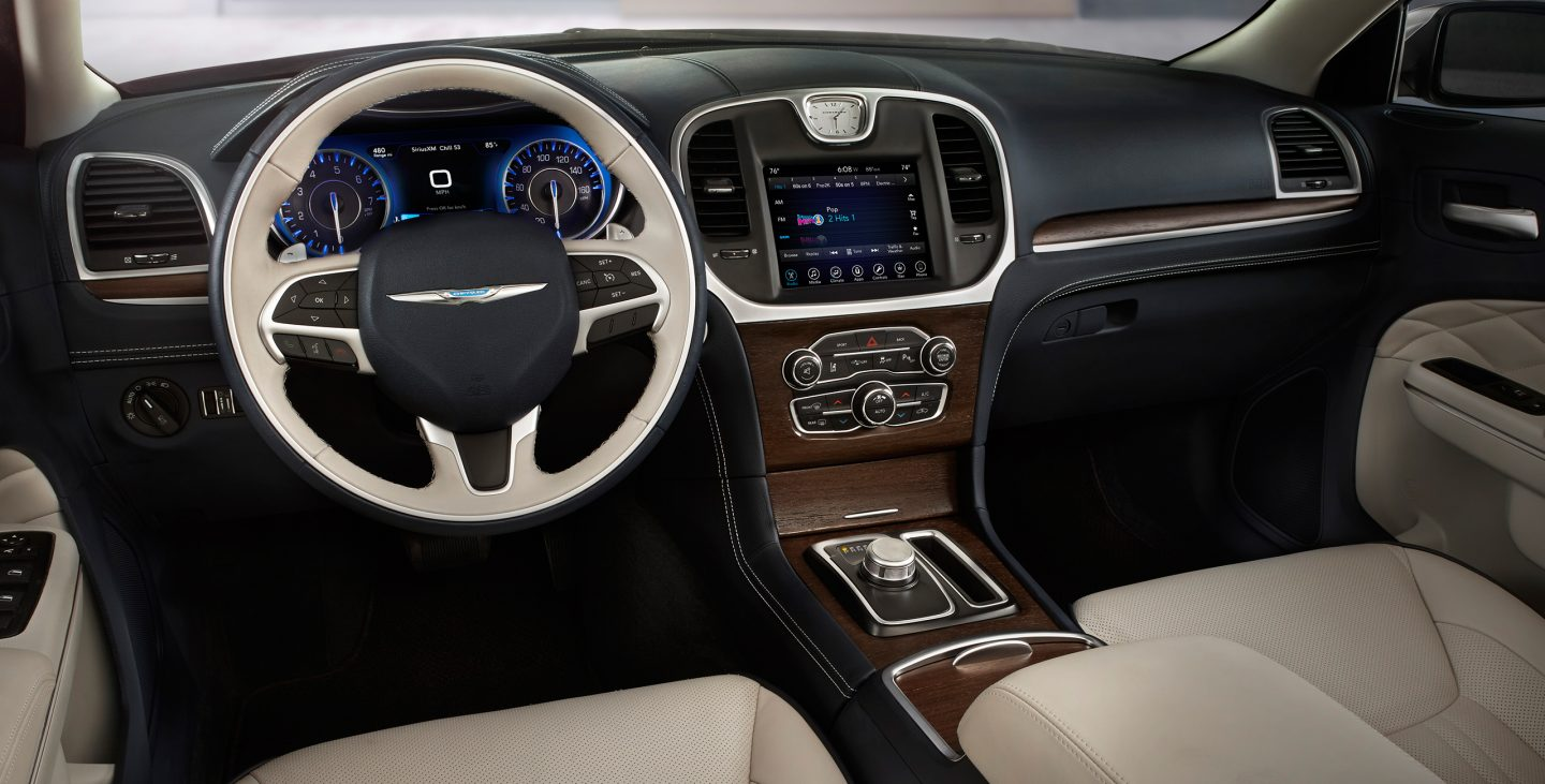 Bunker Hill IN - 2017 Chrysler 300's Interior
