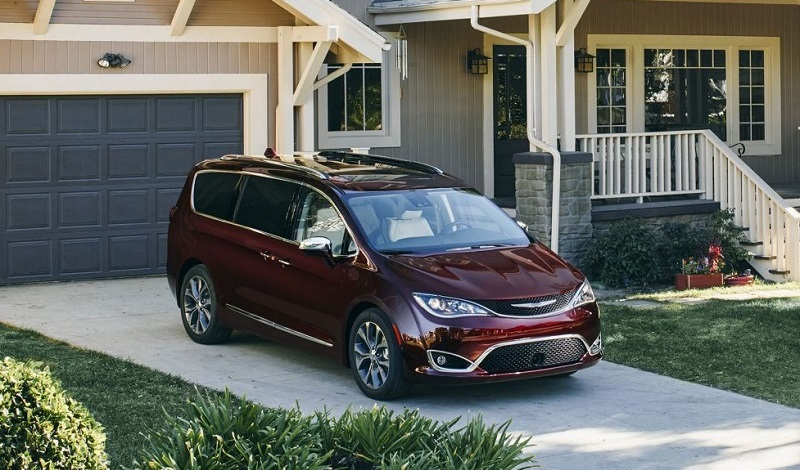 Chicagoland IL - 2018 Chrysler Pacifica's Exterior