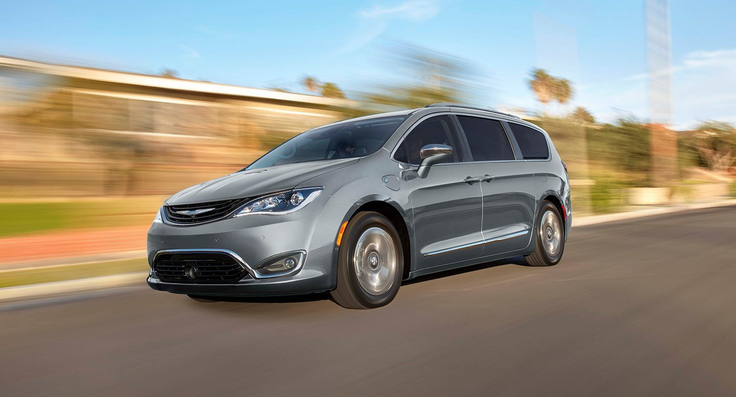 Gurnee Area - 2018 Chrysler Pacifica Hybrid