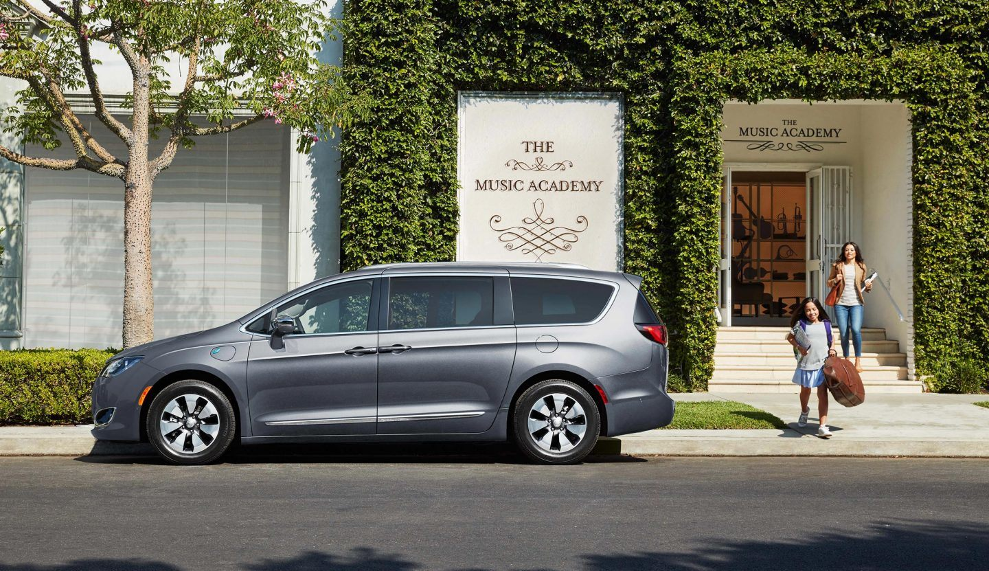 Gurnee Area - 2018 Chrysler Pacifica Hybrid's Overview