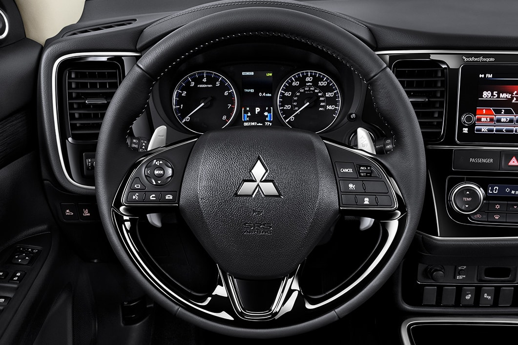 Thornton CO - 2018 Mitsubishi Outlander PHEV's Interior