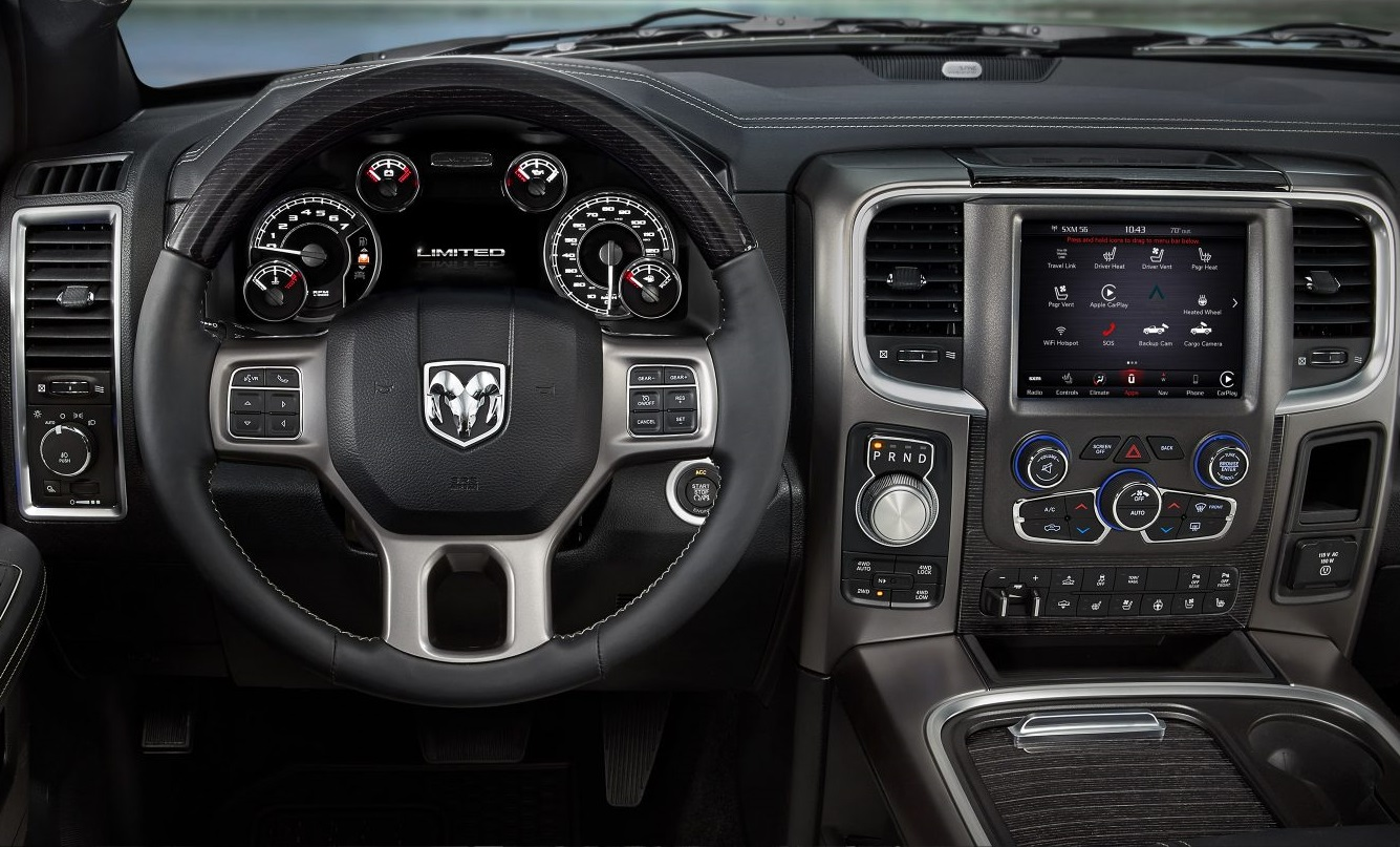 Crystal Lake IL - 2018 RAM 1500's Interior