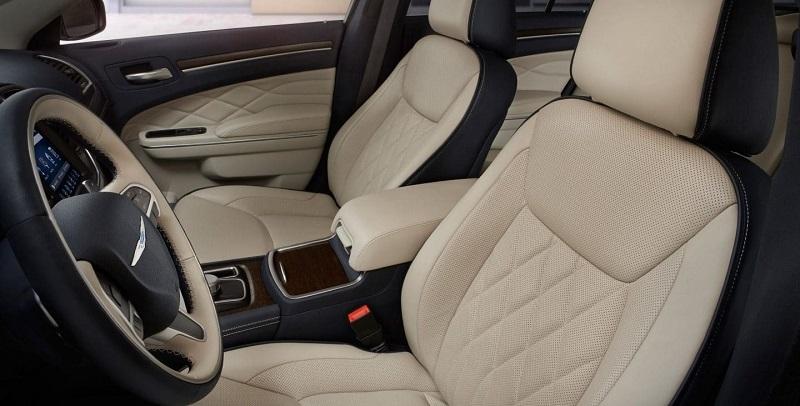 Bettendorf IA - 2019 Chrysler 300 Interior