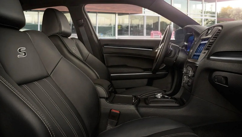 Clinton IA - 2019 Chrysler 300 Interior