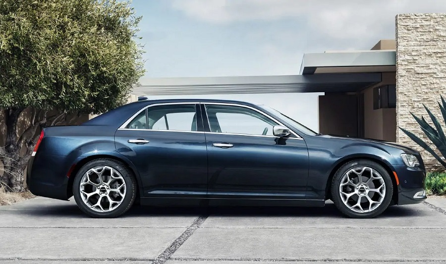 Clinton IA - 2019 Chrysler 300 Exterior