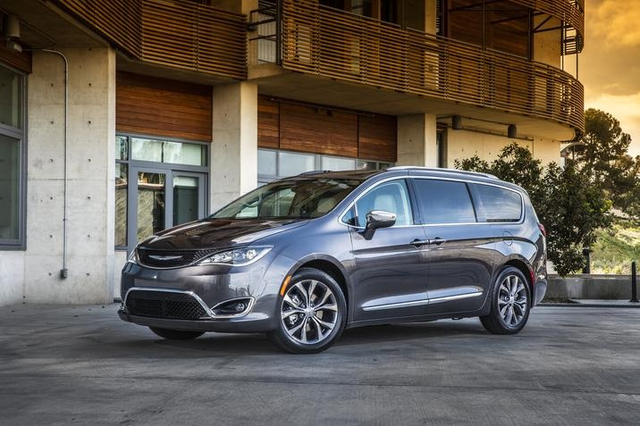 Dubuque IA - 2019 Chrysler Pacifica Overview