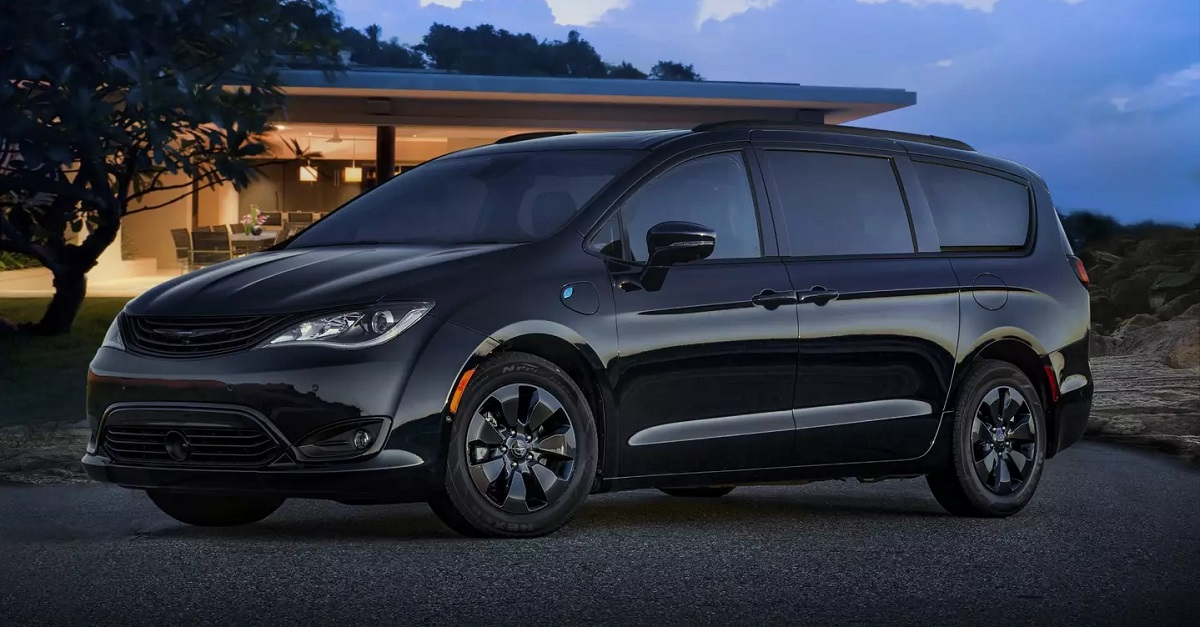 Bettendorf IA - 2019 Chrysler Pacifica Exterior
