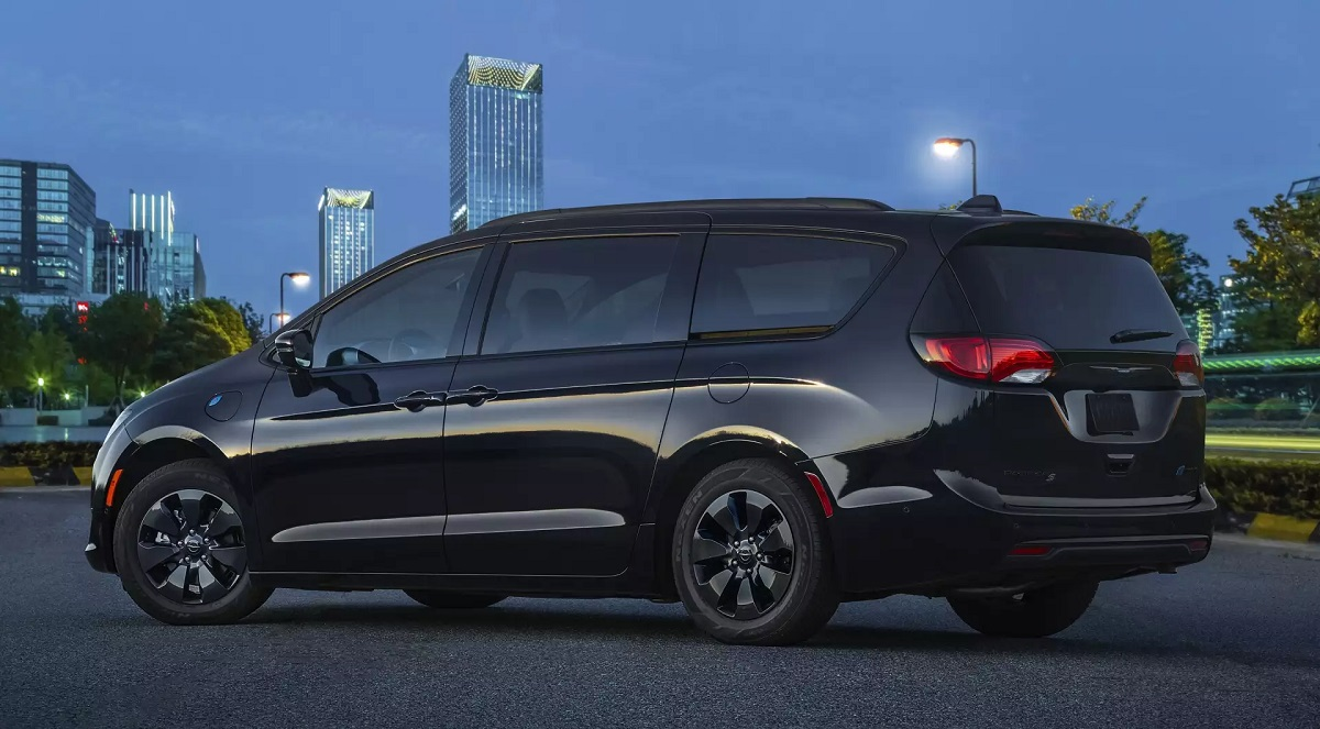 Dubuque IA - 2019 Chrysler Pacifica Exterior