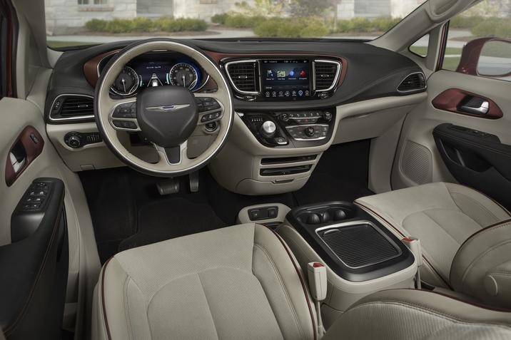 Dubuque IA - 2019 Chrysler Pacifica Interior