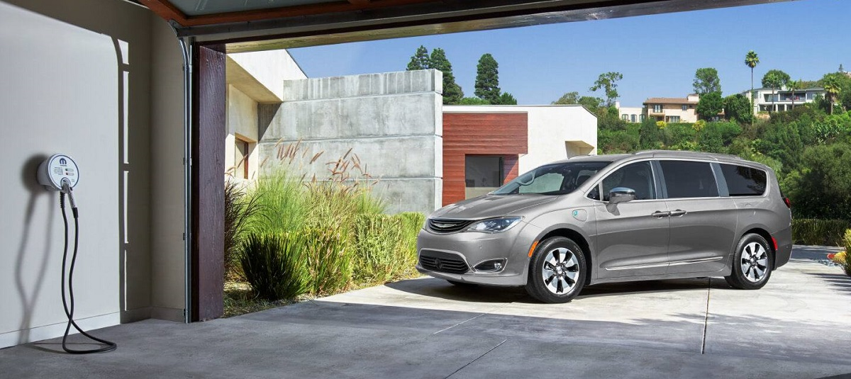 2019 Chrysler Pacifica Hybrid in Antioch IL