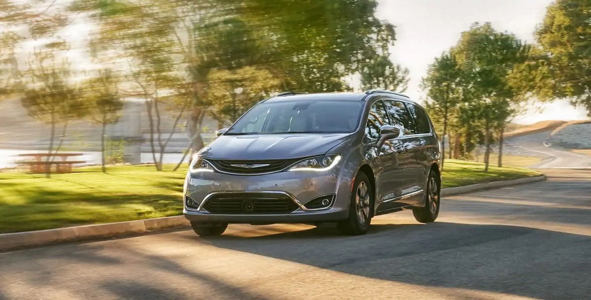 2019 Chrysler Pacifica Hybrid Lease and Specials in Antioch Illinois