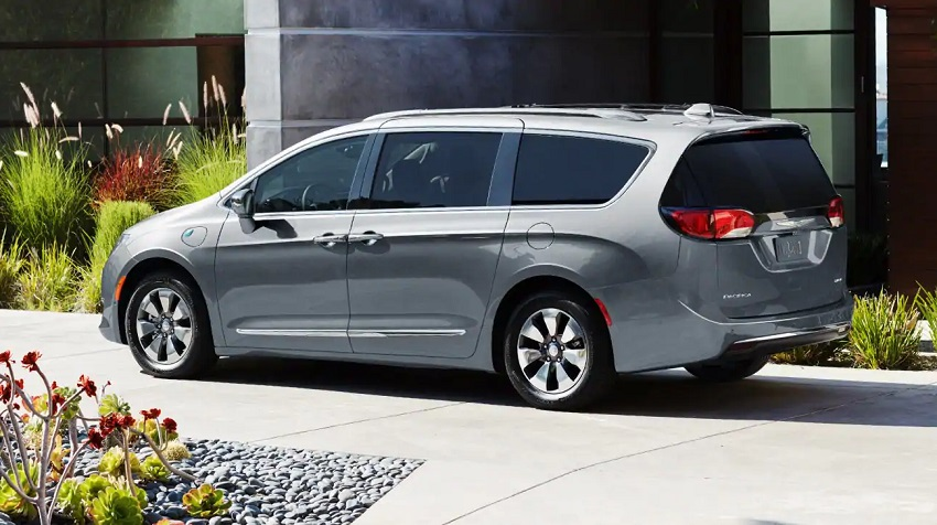 Antioch Illinois - 2019 Chrysler Pacifica Hybrid's Exterior