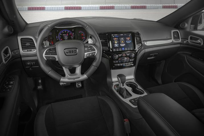 Clinton IA - 2019 Jeep Grand Cherokee's Interior