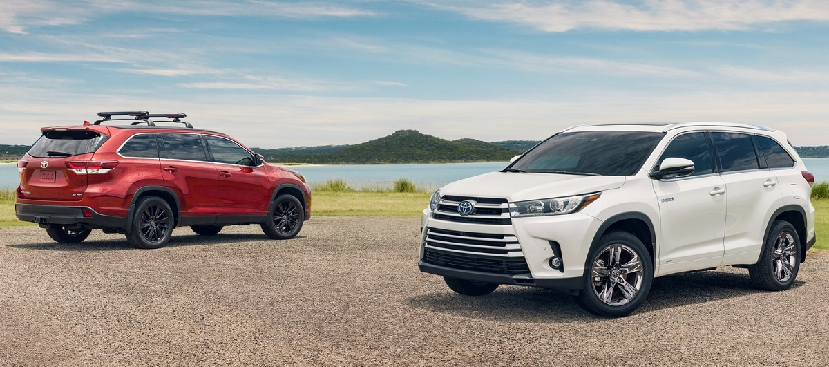 Research 2020 Toyota Highlander near Warwick RI