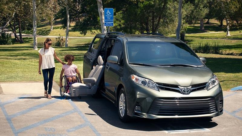 Toyota dealership near Warwick Rhode Island - 2019 Toyota Sienna