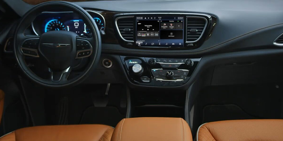 Maquoketa IA - 2021 Chrysler Pacifica's Interior