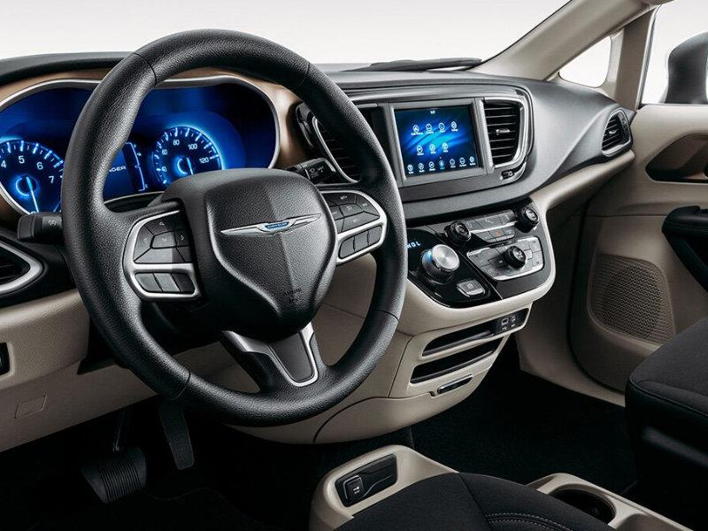 Cerritos CA - 2021 Chrysler Voyager's Interior