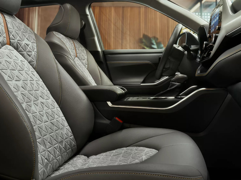 Boardman OH - 2022 Toyota Highlander's Interior